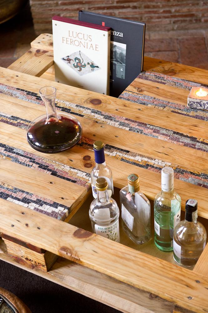 tavolo/bancale da salotto con inserti in mosaico