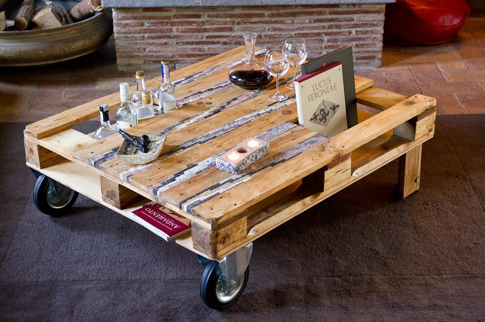 Piccolo bancale tavolo da salotto con due ruote e due ze