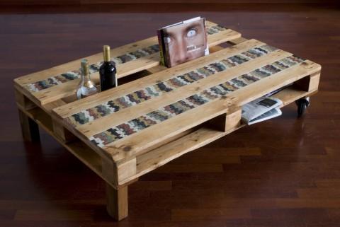 bancale trasformato in tavolo da salotto