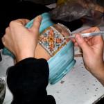 impara a decorare un vaso con il mosaico