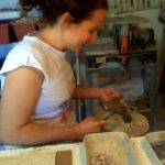tagliolo e martellina sono gli strumenti per tagliare le tssere del mosaico