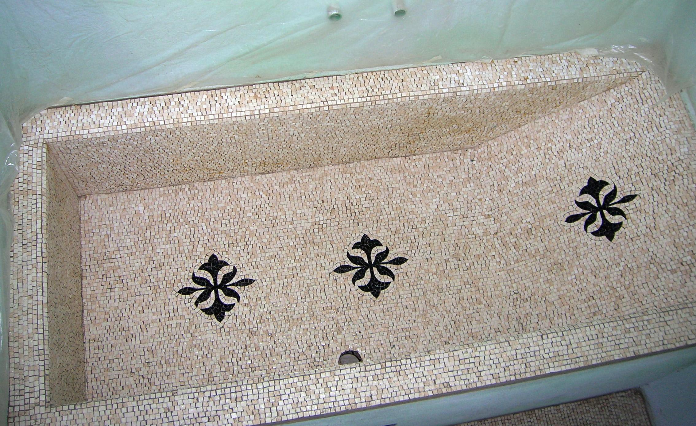 vasca da bagno rivestita in mosaico | afmosaici.com
